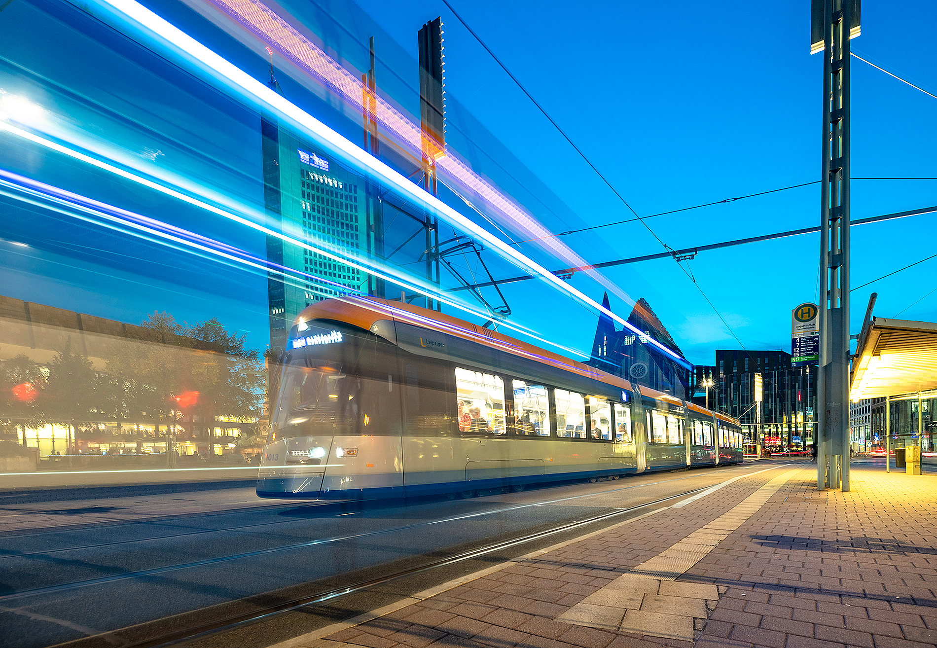XL-Straßenbahn auf dem Augustusplatz: Allein 2018 beförderten die LVB ca. 156,4 Millionen Fahrgäste.