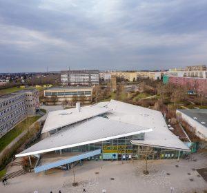 Das Sport- und Freizeitbad Grünauer Welle ist eine wichtige Freizeitinstitution im Leipziger Stadtteil Grünau.