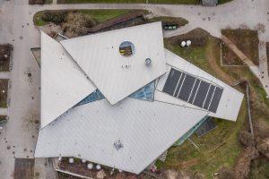 Die Grünauer Welle von oben - drei Schollen bilden das Dach.