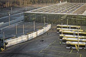 Am frühen Morgen, 21. Dezember 2016 wurde mit einem Schwerlasttransport und beobachtet von zahlreichen Interessierten die XL, die neue Leipziger Straßenbahn, angeliefert. Damit startete die sogenannte Inbetriebnahmephase. Die Straßenbahn hat einen Niederfluranteil von 65 Prozent und Platz für bis zu 220 Fahrgäste.
