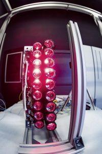 Auch international werden Züge sowie S- und U-Bahnen damit ausgestattet. Die Vorteile von LED-Licht-Systemen sind unter anderem: Sie sparen Gewicht, Energie und ihre Wartung erfolgt in größeren Abständen.