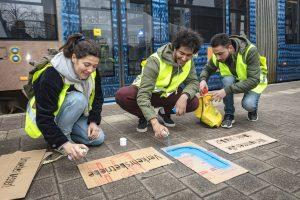 Eigene Idee und Umsetzung: Kreative LVB-Azubi´s mit Schablonen und wasserlöslicher Sprühfarbe