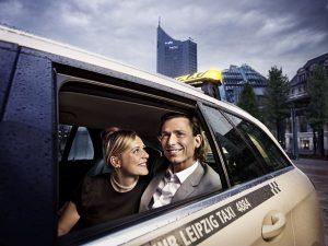Mit der kostenfreien Leipzig mobil-App und dem passendem Leipzig mobil-Vertrag mit den Leipziger Verkehrsbetrieben stehen Kunden gleich fünf verschiedene Verkehrsmittel zur Verfügung: Bus und Bahn, Mietauto, Mietfahrrad und Taxi. Alles aus einer Hand.