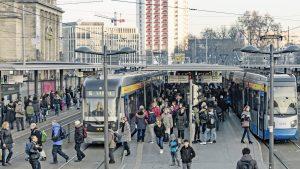 Belebte Haltestelle Hauptbahnhof: Innerhalb von 4 Jahren gewannen die LVB rund 20 Millionen Fahrgäste mehr.