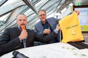 Moderator Martin Lobst und Michael Halberstadt, Arbeitsdirektor der Leipziger Verkehrsbetriebe (von links).