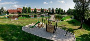 Das Ökobad Lindenthal: Hier entstand 2016 ein neuer Kinderspielplatz. Zudem gibt es einen Bachlauf zum Matschen.