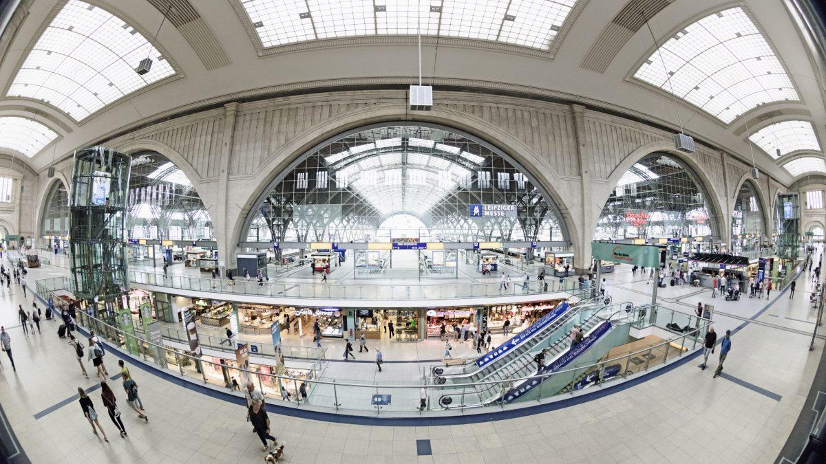 Innenpanorama des Leipziger Hauptbahnhofes