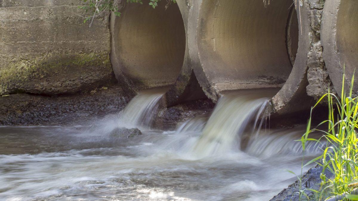 Not-Entlastung: Bei Starkregen kann stark verdünntes Mischwasser zum Schutz des Kanals, der Klärwerke und der Bürger in Gewässer abfließen. Copyright: buk8888