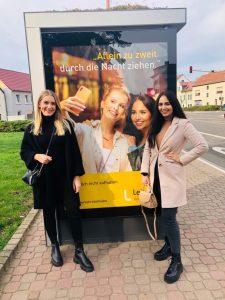 Alicja Bialas (r.), Leipzigerin und Gesicht der aktuellen Einführungskampagne