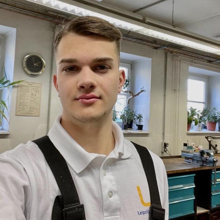 Azubi Jon, Ausbildung zum Mechatroniker