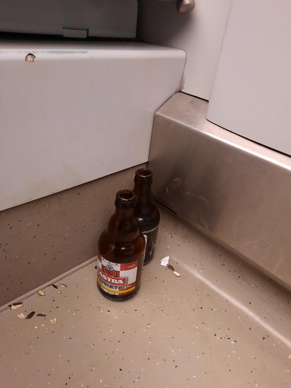 Bierflaschen in der Bahn