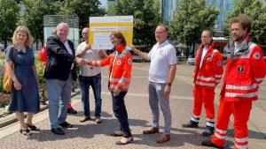 Scheckübergabe an das Deutsche Rote Kreuz